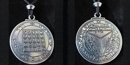 pendant of saturn